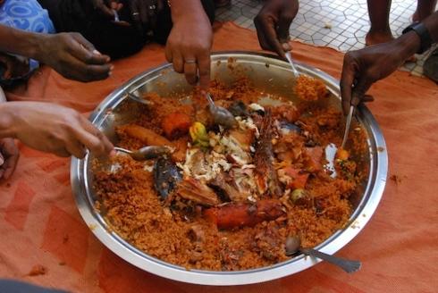 アフリカ手で食べる